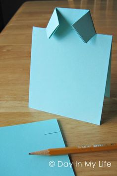 Father's Day is in 10 days. Here are a few ideas for you. Father's Day is in 10 days. Here are a few ideas for you. Shirt Card: All you need are two papers. Daddy Day, Fathers Day Crafts, Masculine Cards, Folded Cards, Diy Cards, Card Templates, Homemade Cards, Cardmaking, Birthday Cards