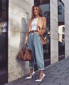 Como atualizar o look com mom jeans - Guita Moda Casual Summer Outfits For Women, Classy Outfits, Trendy Outfits, Mom Jeans Outfit Summer, Everyday Casual Outfits, Celebrity Outfits, Celebrity Style, Mode Outfits, Fashion Outfits
