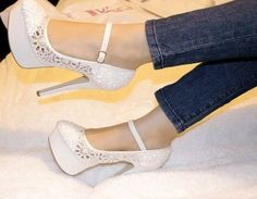 White shoes! I love it!  #shoes #fashion #white