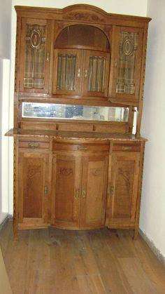 Buffetkast in 2 losse delen met geslepen glas -circa 1920