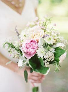 spring-wedding-colors-garden-wedding-bridal-bouquet-pink-white-green