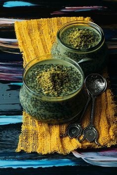 Pistachio Green Tea Chia Pudding is a nutritious vegan dessert including a great source of antioxidant. Sweetened with brown sugar. Healthy yet so tasty! Healthy Snacks To Make, Healthy Baking, Healthy Eats, Pistachio Green, Matcha Green Tea, Tea Recipes, Raw Food Recipes, Healthy Recipes, Delicious Recipes