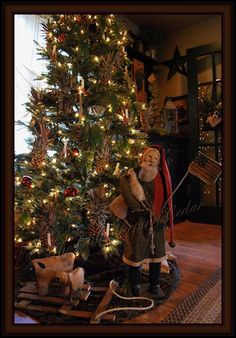 Love this Santa and the dried pineapples on the tree