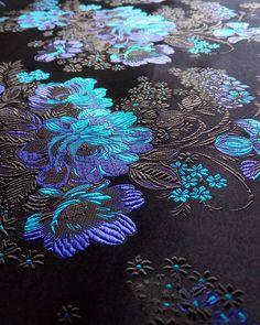 #黑 #湖兰 #宝蓝 #black #sapphire #blue #lakeblue #light #pink #back #with #peony #flowers #粉 #牡丹 #牡丹花 #织锦 #织锦缎#hangzhou #silk #brocade #china #chinese #traditional #flowers #pattern Add:JianKang...