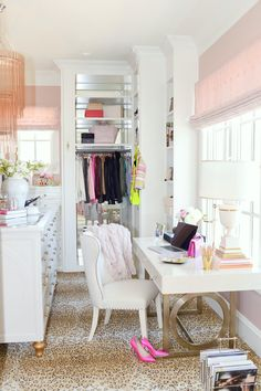 dressing room home office combo Room Closet, Dream Closets, House Interior, Closet Space, Dream Office, Interior, Trending Decor, Spare Bedroom, Room Inspiration
