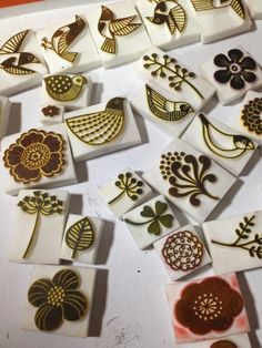 These look like good stamp carving inspiration: Clay Stamps, Stamp Printing, Printing On Fabric, Homemade Stamps, Impression Textile, Eraser Stamp, Motifs Textiles, Stamp Carving, Fabric Stamping