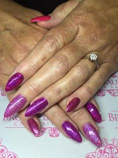 Lauren Lea Fowler created these gorgeous #nails using #Lecenté Pink Champagne iridescent, Magenta & Pink UF & Lavender & Darkest Pink holographic #glitters #nailart #lovelecente