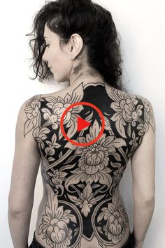 These Striking Solid Black Tattoos Will Make You Want To Go All In - awesome blackout tattoo ideas for women © tattoo artist OLDY TATTO 💕💕💕💕💕💕 - Tattoo Girls, Back Tattoo Women, Back Tattoos, Sexy Tattoos, Girl Tattoos, Sleeve Tattoos, Tattoos For Women, Yakuza Tattoo, Backpiece Tattoo