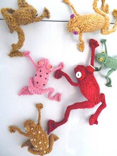 Knitted frogs and toads from dotpebbles
