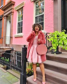 Take some inspiration from your favorite NYC trendsetters. Winter Springs, Color Stories, Curvy Fashion, Cuddling, Look, Ideias Fashion, Nyc, The Incredibles, Style Inspiration