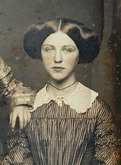 Must have assistance in addition to great tips on hair care? Victorian Photos, Antique Photos, Vintage Pictures, Vintage Photographs, Old Pictures, Vintage Images, Old Photos, Photographie Post Mortem, Old Portraits