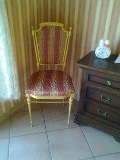 Sedia completamente ristrutturata cambiato stoffa e riverniciata con vernice dorata