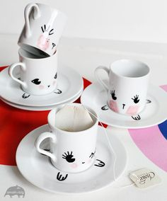 DIY Holiday gifts for a child: Make your own kawaii cup and saucer tea party set with nothing more than sharpies. Tutorial at Small for Big. (Cool Crafts With Sharpies) Kids Crafts, Cute Crafts, Tea Party Setting, Diy Y Manualidades, Diy Mugs, Diy Projects To Try, Diy Party, Diy For Kids, Diy Gifts