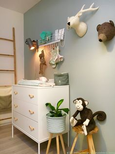 Flexa Early Dew past uitstekend in een neutrale babykamer. Klik om meer over de babykamer metamorfose op het blog van Stijlvol Styling te bekijken.