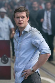 Ben (Hugo Johnstone-Burt) in the the 2015 movie San Andreas. << OKAY THIS GUY? I would marry this guy and I'm not even kidding. The sweetest, noblest, funniest gentleman. I loved him--favorite character in the whole movie.