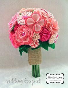 DIY wedding bouquet made of 28 felt flowers!fijarse com los petalos de la flor de 4 petalos
