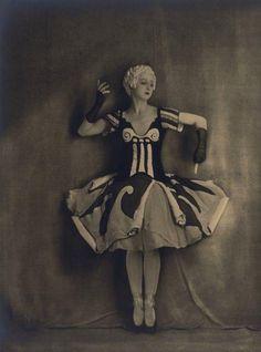 Le bal avec Alexandra Danilova (Source Bnf), 1929. /Costume by De Chirico