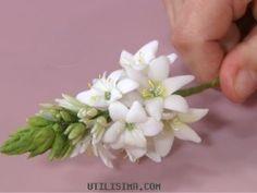 Compartir en WhatsApp (adsbygoogle = window.adsbygoogle || []).push({}); Hola amigas, ahora veremos como hacer ramitos de flores en porcelana fría, es muy sencillo y divertido. Lo bueno de aprender a hacer las florcitas de porcelana es que despúes las podemos usar para decorar marcos de cuadros, alhajeros, hacer arreglos florales, centros de mesa e incluso...