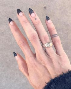 🍷 Have You Tried these Elegant Chic Classy Nails Art Loved By Both Saint & Sinner? Do you know Burgundy Colors represent Ambition,Wealth,Power & Fearless Love? 🍎 nails engagement best nail strengthener dyi na Minimalist Nails, Nagel Hacks, Nagellack Trends, Classy Nails, Simple Nails, Hot Nails, Dream Nails, Cute Acrylic Nails, Nail Manicure