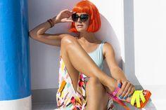 Colectia Aquatics consta in 6 nuante indraznete si intense ce va vor face unghiile sa explodeze de culoare! Asortate perfect cu soarele, marea, nispipul culorile Aquatics te invita sa experimentezi nuantele oceanului, ale soarelui in zilele toride, ale coralului si de ce nu ale unei perechi de bikini roz  (nuanta Itsy Bitsy Bikini)  Indrazniti sa purtati veselie si buna dispozitie pe unghiile voastre si sa va  bucurati de culoare!