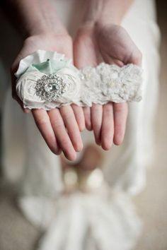 Foto 423 de 706 Ligas artesanales para novias exigentes. Imagen: Style Me Pretty   HISPABODAS