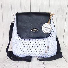 Работа нашей любимой Леночки @milena_jewel - белоснежный рюкзак. Пряжу и поворотный замочек можно приобрести у нас