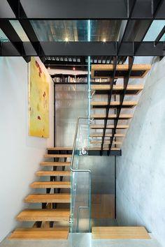 escalier de design moderneà 2 limons centraux et marches en bois