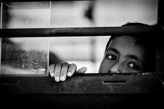 #39 Children Faces: Young little traveler   India https://www.flickr.com/photos/travelife/14308125062/ © Daniele Romeo Photographer https://www.facebook.com/PeopleFaces https://plus.google.com/+PeopleFacesCommunity
