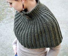 Fuente: http://besenseless.blogspot.com/2013/02/mantella-crochet-cape-free-pattern.html#.U2zntoF_vwt