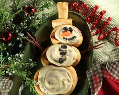 Frosty the Doughman ( Snowman ),This winter creation is so easy to make with Anytime rolls and you don't even have to put the kid's gloves on to let them help. Christmas Breakfast, Christmas Morning, Christmas Holidays, Christmas Recipes, Christmas Ideas, Baking With Kids, Food Categories, Food Festival, Rhodes