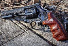 ⠀⠀⠀⠀⠀⠀⠀⠀ ⠀⠀⠀⠀⠀⠀⠀⠀⠀⠀ MΔΠUҒΔCTURΣR: Smith & Wesson MΩDΣL: 586 'Engraved' CΔLIβΣR: 357 Magnum CΔPΔCITΨ: 6 Rounds βΔRRΣL LΣΠGTH: 4 ШΣIGHT: 1159 g By @inleadwetrust...