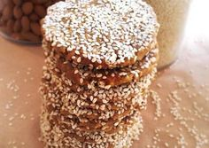 Μπισκότα με ταχίνι, σουσάμι και μέλι Greek Cookies, Yummy Cookies, Cake Cookies, Pastry Recipes, Cookie Recipes, Cookie Dough Pie, Greek Cake, Greek Sweets, Homemade Sweets