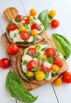 Mini Whole Wheat Pesto Caprese Pizzas