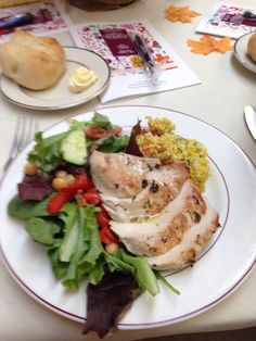 A chilled chicken breast atop mixed greens with champagne vinaigrette was the perfect meal for a large group with little time to dine.
