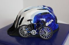 Tres de Azúcar: Tarta fondant casco ciclista y bicicleta