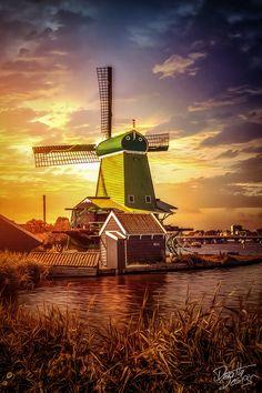 Zaanse Schans Windmill, Holland