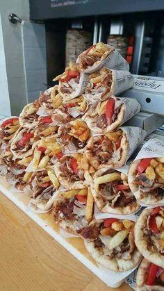Greece Food, Order Pizza, Wrap Sandwiches, Tzatziki, Greek Recipes, Greek Islands, Food Cravings, International Recipes, Food Porn