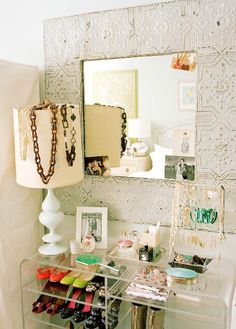 A small collection of ideas to organise your jewlery via Cafe au deux