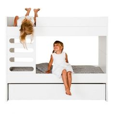 AVA Room's Kids bunk bed brings a touch of modern Scandinavian style to the children's room. Designed by the Finnish AVA Room, the AVA Kids bunk bed is a functional solution for families with children. Bunk Beds For Boys Room, Bed For Girls Room, Cool Bunk Beds, Bunk Beds With Stairs, Kid Beds, Kids Bedroom, Modern Bunk Beds, Room Kids, Baby Beds