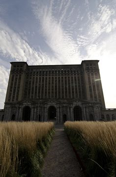 Previous Pinner writes: My photograph of the abandoned Detroit Train Depot. Abandoned Detroit, Abandoned Property, Abandoned Train, Abandoned Mansions, Amazing Buildings, Old Buildings, Abandoned Buildings, Abandoned Places, Old Trains