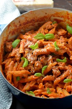 One Pot Penne Vodka with Sausage. This recipe is so delicious, no one will believe how easy it is!   hostthetoast.com Sausage Recipes, Pasta Recipes, Dinner Recipes, Cooking Recipes, Healthy Recipes, Sausage Meals, Pasta Meals, Fun Recipes, Cooking Ideas