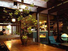 Cafe Bar, Cafe Restaurant, Restaurant Design, Japanese Modern, Mid-century Modern, Japanese Coffee Shop, Brown House, Coffee Corner, Outdoor Rooms