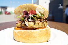 Hamburguesa de La Tierra de Migas con pan artesano y carne de pollo-pavo 100% caseras