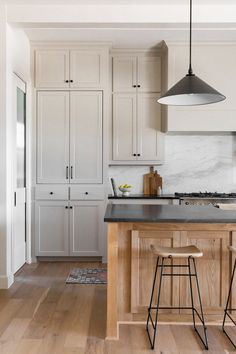 Minimalist Home Interior Two tone kitchen vibes.Minimalist Home Interior Two tone kitchen vibes Diy Kitchen Cabinets, Kitchen Redo, New Kitchen, Tall Cabinets, Kitchen Ideas, Kitchen Cabinets Floor To Ceiling, Two Toned Cabinets, Black Countertops White Cabinets, Kitchen With High Ceilings
