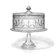 Looks like the Waterford Finley Crystal Cake Dome with stand. (Maybe the original version of this cake plate). Crystal Cake Stand, Cake Stand With Dome, Cake Dome, Crystal Glassware, Waterford Crystal, Kitchenaid, Cut Glass, Glass Art, Cupcake