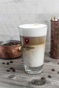 A legfinomabb Latte a városban Pint Glass, Latte, Beer, Coffee, Tableware, Ale, Dinnerware, Beer Glassware, Kaffee