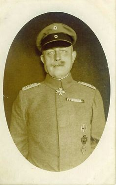 Photo of an unknown Oberst with Pour le Mérite.