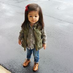 Meninas estilosas do Instagram Looks fofos Infantil Feminino Outono Inverno   baby  girl Colete Militar  kennyandcoco 7297e64812b