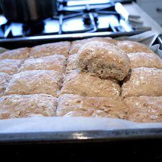 Ukemeny for uke 1 Norwegian Food, Yeast Rolls, Bread And Pastries, Biscuit Cookies, No Bake Desserts, Bread Baking, Scones, Baked Goods, Baking Recipes