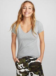 Le t-shirt col V coton bio T Shirt Col V, Coton Biologique, Mannequin, V Neck Tee, Fitness Fashion, Must Haves, Organic Cotton, Tees, Shirts